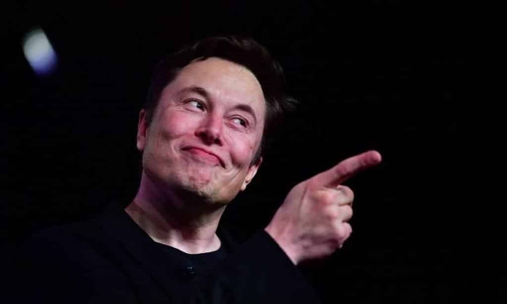 Bandidos roubam R$ 700 mil em bitcoin com live falsa do Elon Musk no Youtube