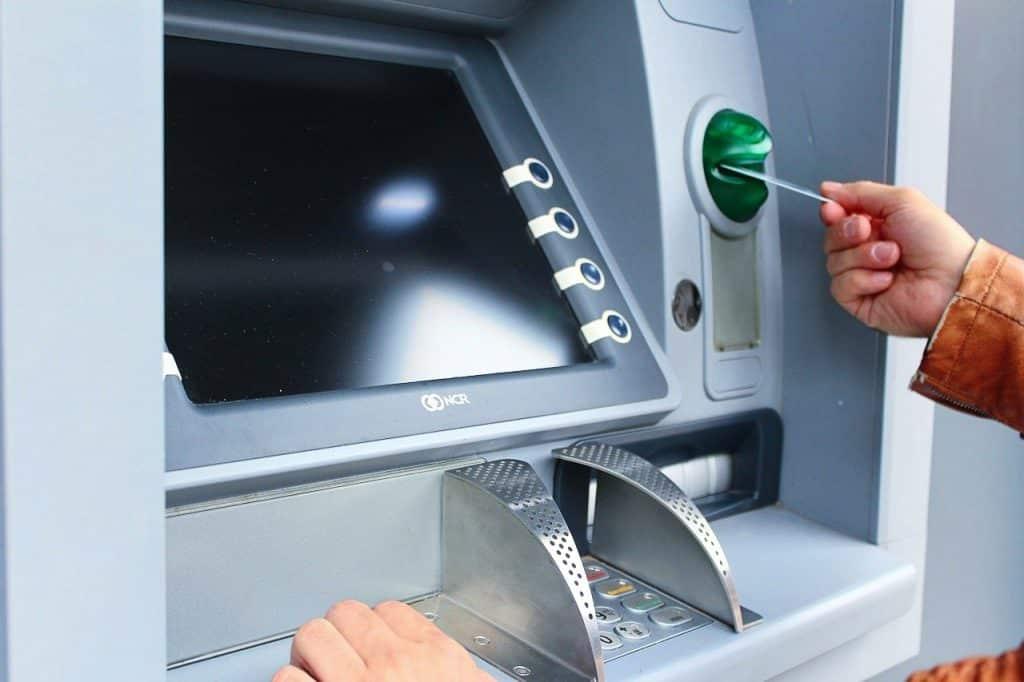 caixa-eletronico-bitcoin-criptomoedas-brasil-saque-banco-central