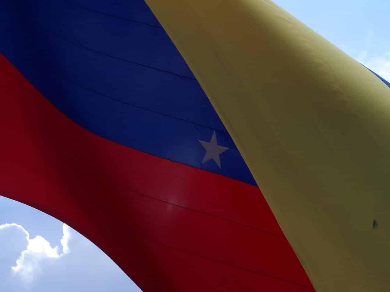 venezuela-madura-petro-criptomoeda-bitcoin-dash-carteira-economia