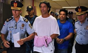 ronaldinho-gaúcho-fiança-prisão-paraguai-jogador-coronavírus-passaporte-