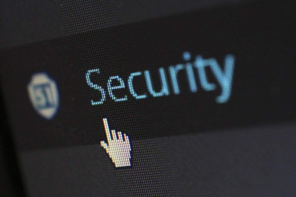 Coinbase impediu usuários de enviar US$285 mil em bitcoin para hackers do Twitter, aponta relatório