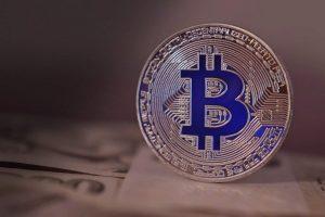 Bitcoin se torna a 6ª maior moeda mundial