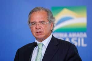 "General afasta Guedes de jornalistas depois de falar sobre ""tributos alternativos"""