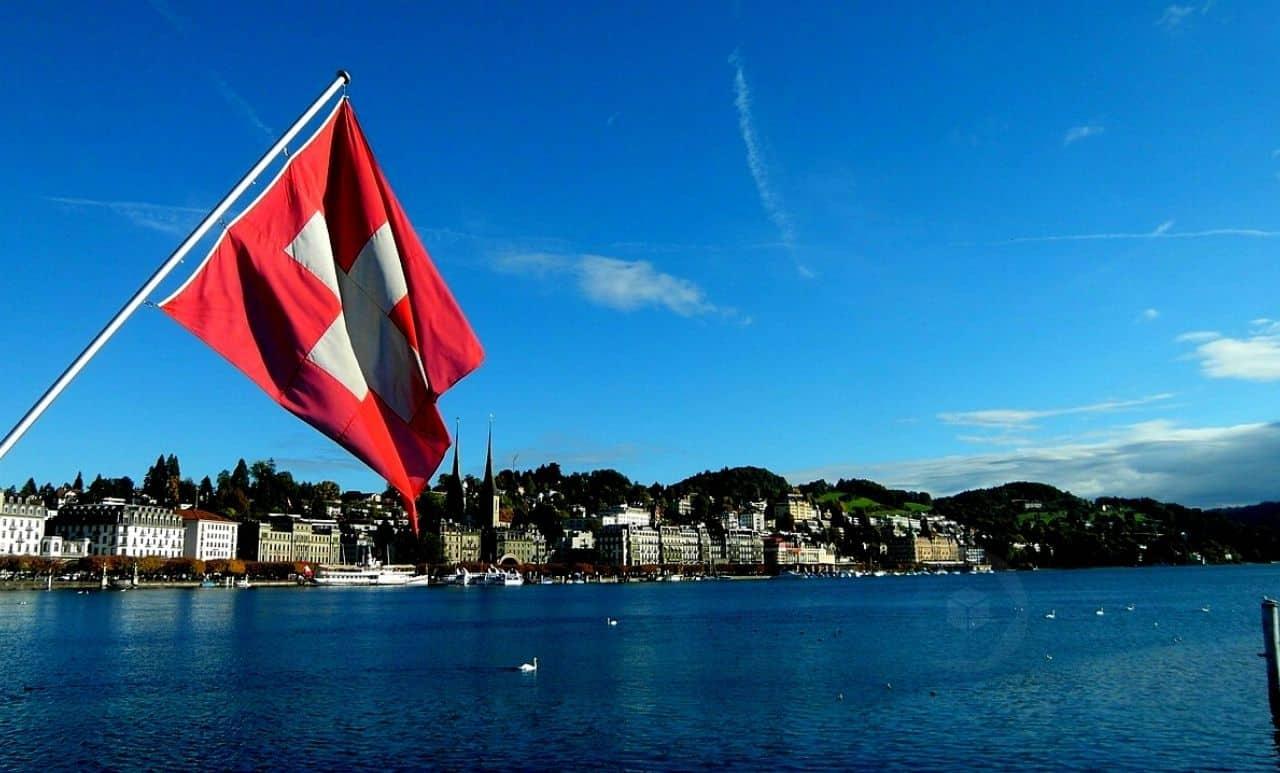 suíça-bitcoin-btc-ethereum-eth-imposto-tributo-zug-suisse-pagamento
