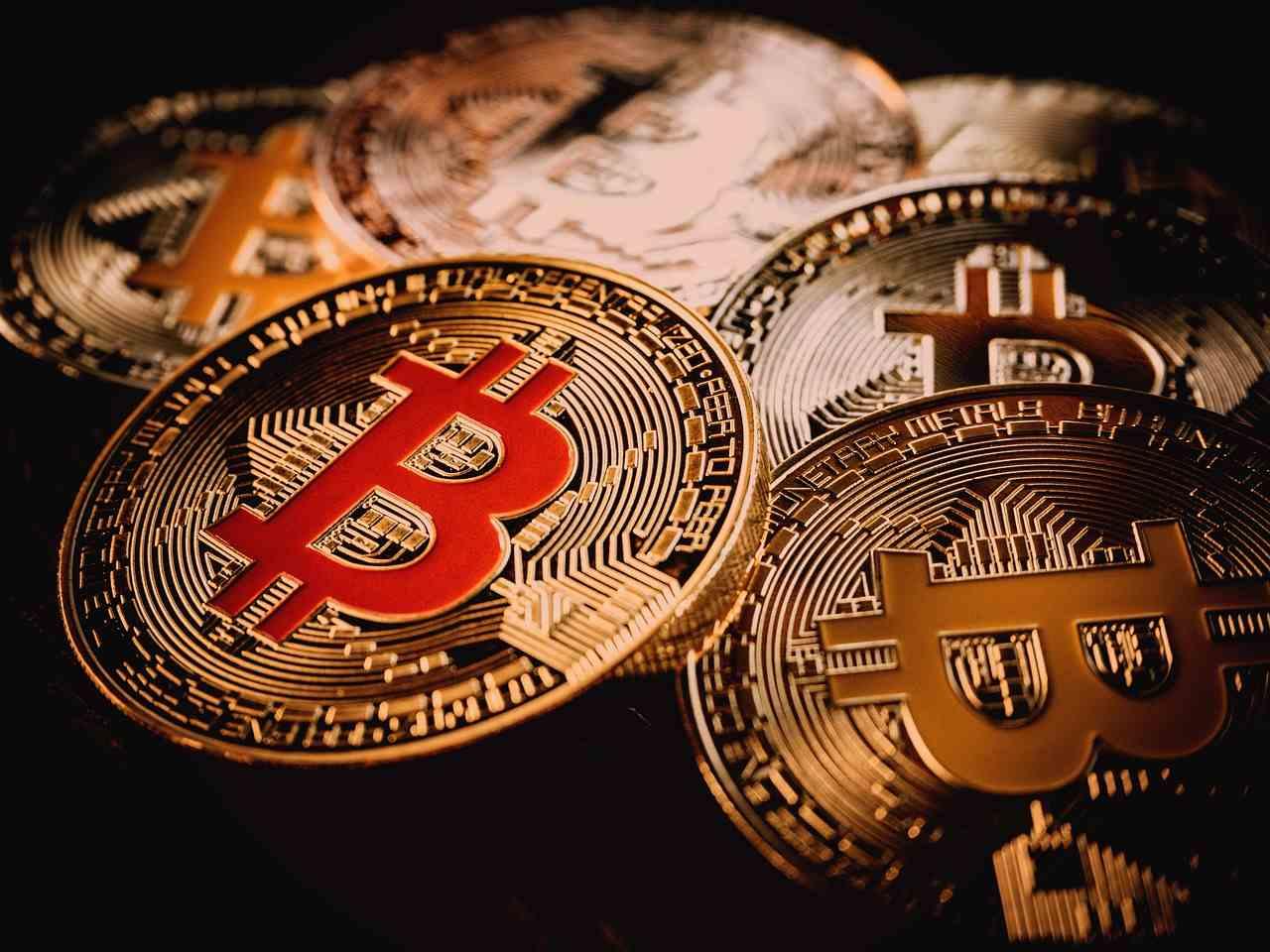 mineradores-bitcoin-por-dia-recompensa-blockchain-btc-investimento-preço-notícias-suíça
